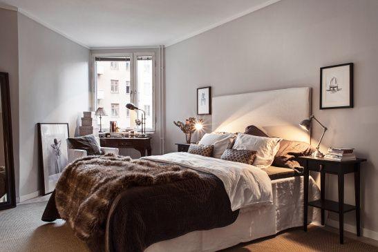 Säng sovrum överkast konst