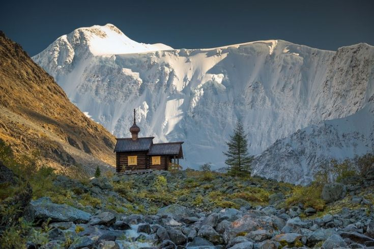 16лучших кадров февраля отNational Geographic.Самая высокогорная в России часовня