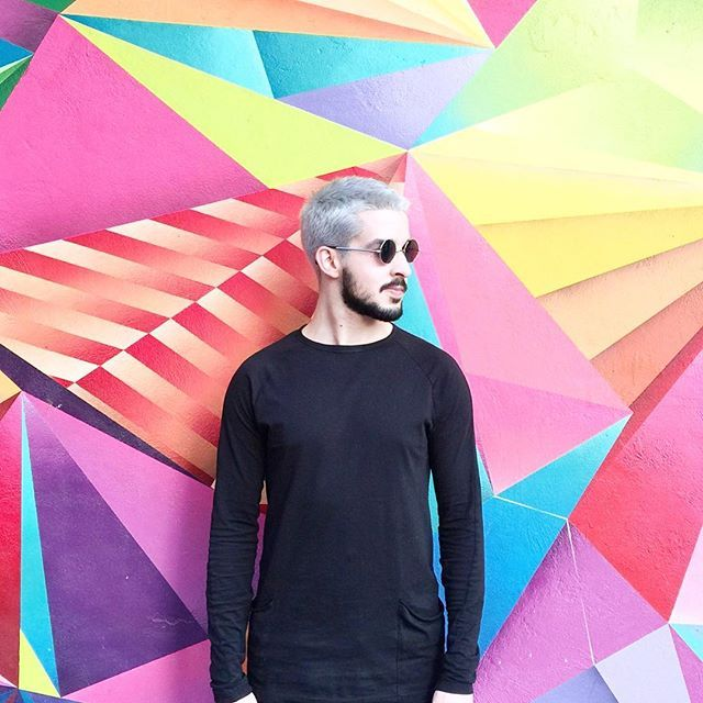 Euzinho mesmo, Rodrigo Falco - Grafite colorido na Praça Roosevelt em SP - Óculos da Ui! Gafas e blusa Forever21