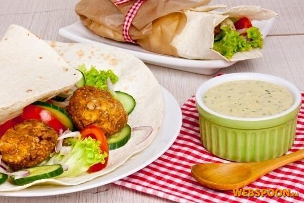Фалафель с фото | Рецепт фалафели | Рецепт нутовых котлет с овощами и соусом в лаваше
