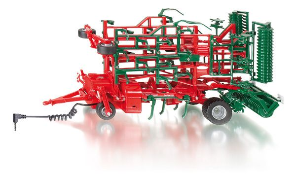 Beschrijving Vogel & Noot cultivator 1:32 Cultivator van het merk Vogel&Noot in de grootste versie S800 met een werkbreedte van meer dan zeven meter. Frameconstructie van metaal. Tanden en draaibare packerwalsen van kunststof. Het eenassige chassis schuift mechanisch uit naar de transportstand, wanneer de cultivatorelementen elektronisch worden opgetild. Het chassis schuift in naar de werkstand, wanneer de cultivatorelementen worden neergelaten.