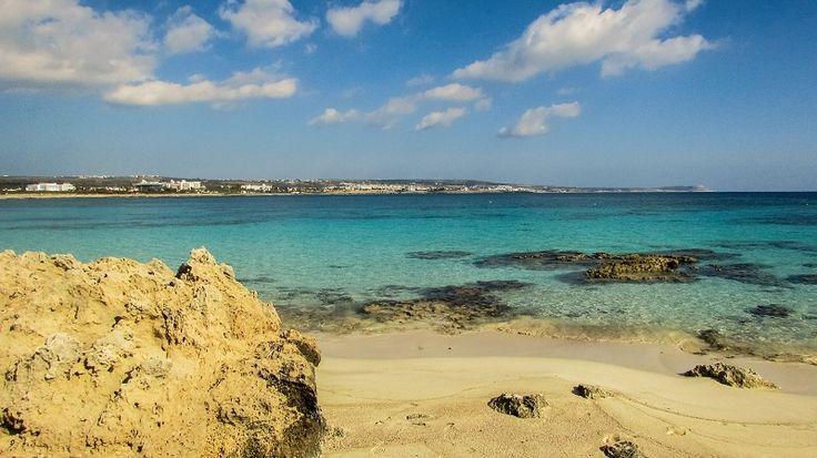 Jak zaplanować podróż na Cypr - czym najlepiej dolecieć, kiedy wybrać się na wycieczkę, gdzie szukać noclegów, gdzie wynająć samochód i aktualne ceny.