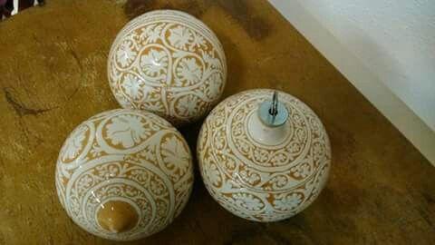 Palle di Natale in ceramica grafita.
