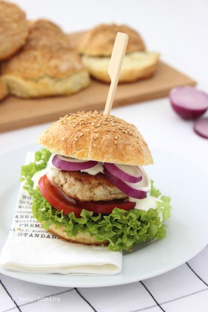 Sesam Burger Buns... Chicken Burger Deluxe bei kebo homing #bread #Brot #Backen #Burger #Buns