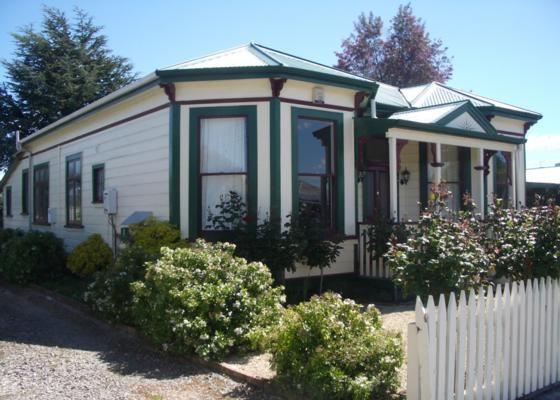 Charming turn of the century villa (Homestay) in Martinborough | Bookabach | New Zealand