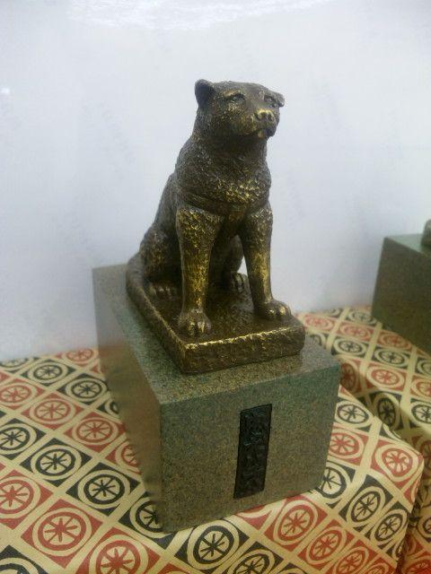 忠犬ハチ公のレプリカ(高さ14cm)The loyal dog Hachiko
