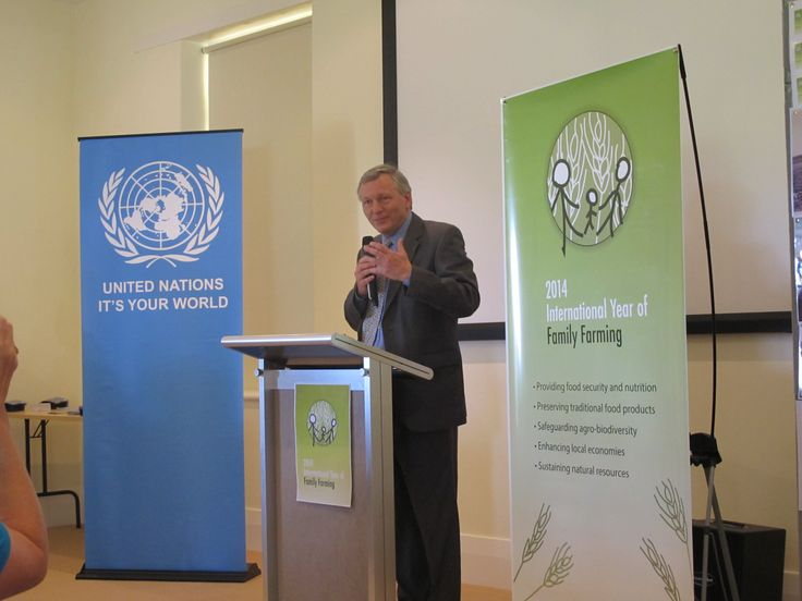 UNIC Canberra Director speaking at the official launch of the International Year of Family Farming, during the festival.