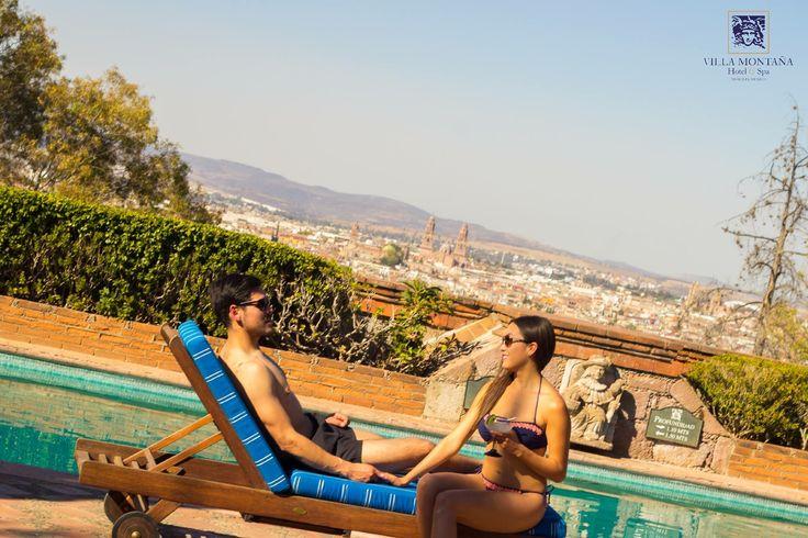 Sábado de relajarte en nuestra piscina con la mejor vista de Morelia, sumérgete y no querrás salir de ahí. 😊  #HotelVillaMontaña