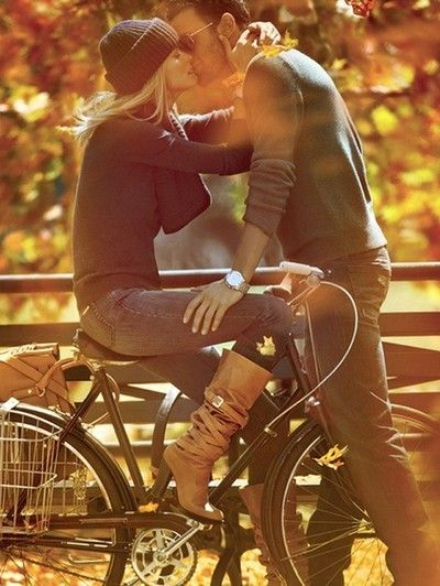 kissing on a bike. love in the fall. engagement pictue
