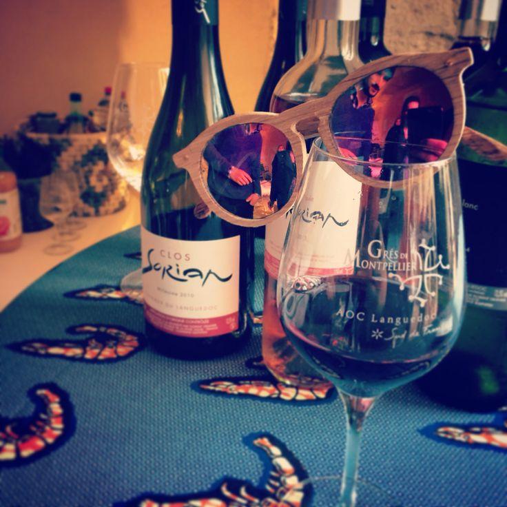 Solaire #LesYeuxDuLoup verres polarisés miroir rosé en fut de chêne recyclé autour d' une dégustation de #ClosSorian #artisan #fait main #madeinfrance