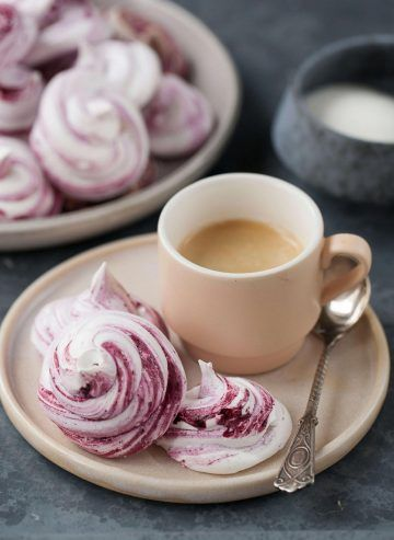 Beziki z jagodowym musem #beza #deser #desert #cake #merengue #blueberries #jagody