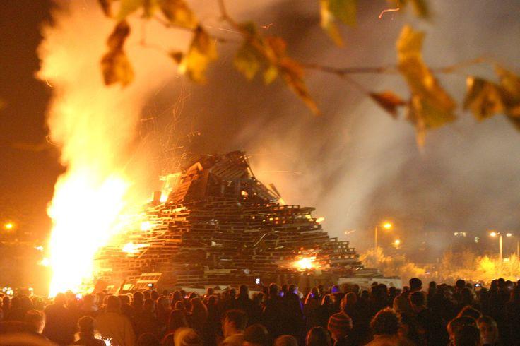 https://flic.kr/p/3U6Uuq | Lewes Bonfire Night 2007 - Burning Pyramid Bonfire Pyre | Images taken during the legendary Lewes Bonfire Night Celebrations on 5th of November 2007.