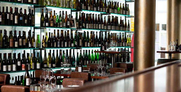 Das Interior der Weinbar Rutz in Berlin Mitte
