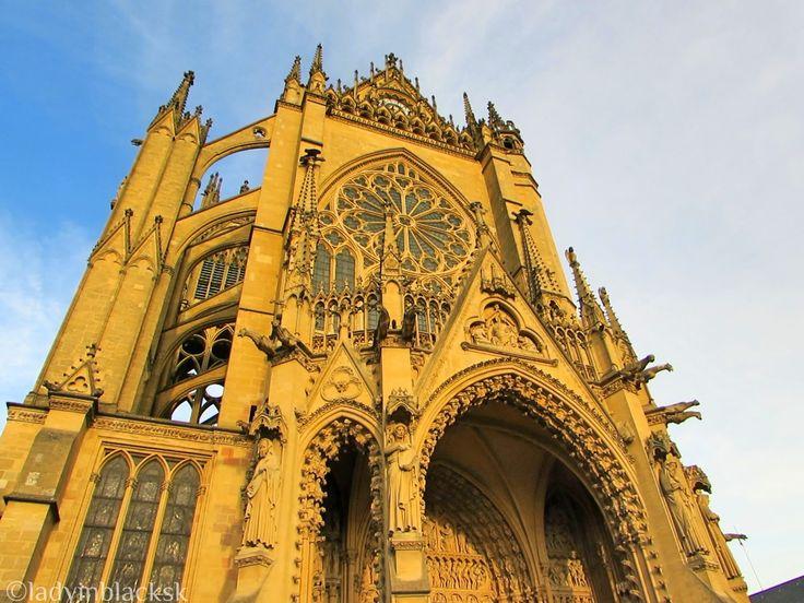 lady in black: Graceful Metz, France  #lorraine #France #travelblog #blogging #metz #francuzsko #cathedral #architecture #visitlorraine #traveltips #placestogo #placestosee #visiteurope