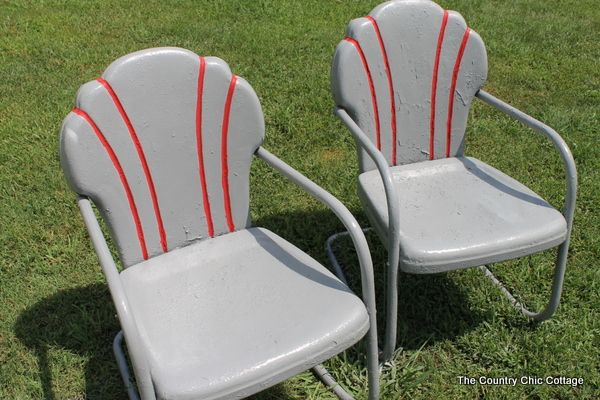 spray paint metal chairs. Great tips by @countrychiccott.