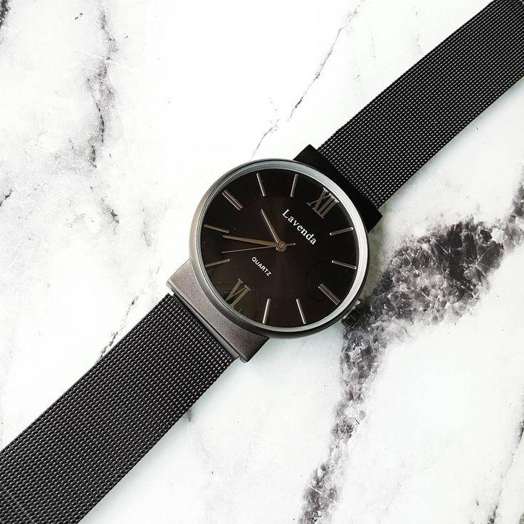 """Black watch """"New on lunapyxis.com! Nouveauté lunapyxis à retrouver sur le site  #watch #fblogger #fashionblogger #lunapyxis"""""""