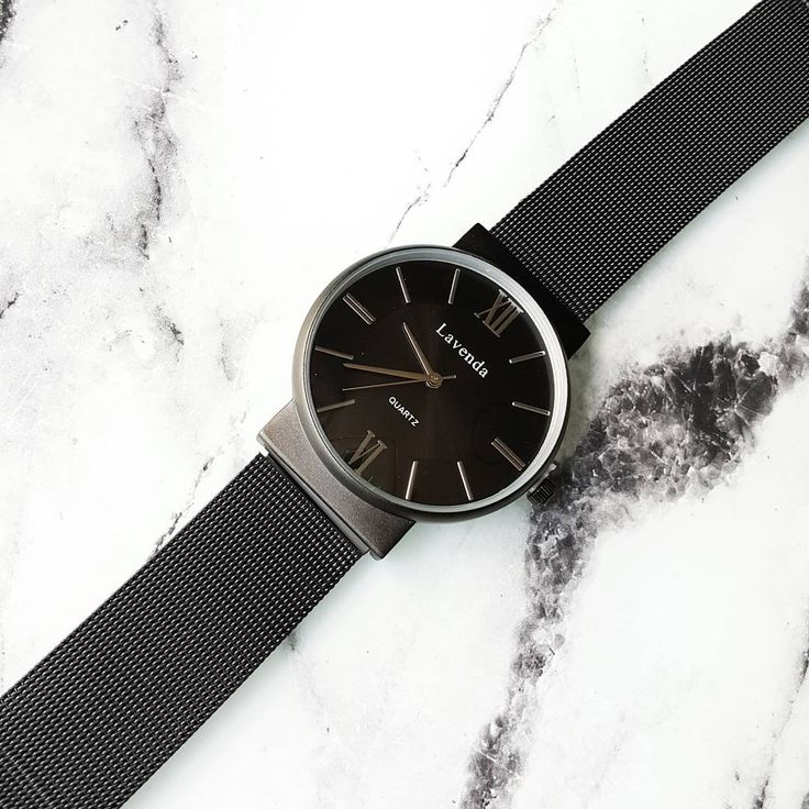 "Black watch ""New on lunapyxis.com! Nouveauté lunapyxis à retrouver sur le site  #watch #fblogger #fashionblogger #lunapyxis"""
