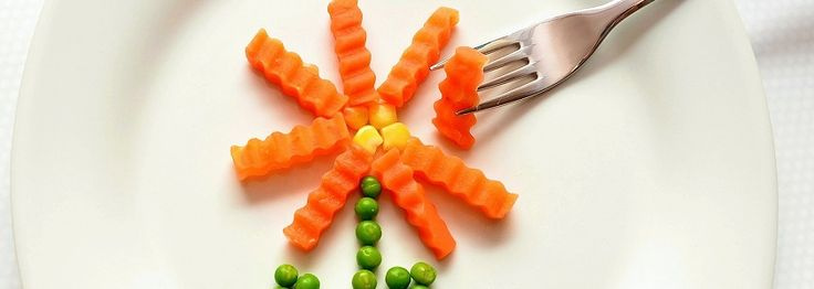 Vegetáriánus és vegán hozzátáplálás  1. rész  Egészséges- e a vegetáriánus vagy a vegán táplálkozás egy kisgyerek számára? Mik a vegetáriánus, vegán hozzátáplálás szabályai? Hogyan előzheti meg a hiányállapotokat az aggódó szülő? Milyen könyvek, blogok segítik az eligazodást? Van-e lehetőség vegetáriánus vagy vegán étkezésre az óvodában? Cikksorozatom, amelyet szakértők segítségével állítok össze, ezeket a kérdéseket válaszolja meg.