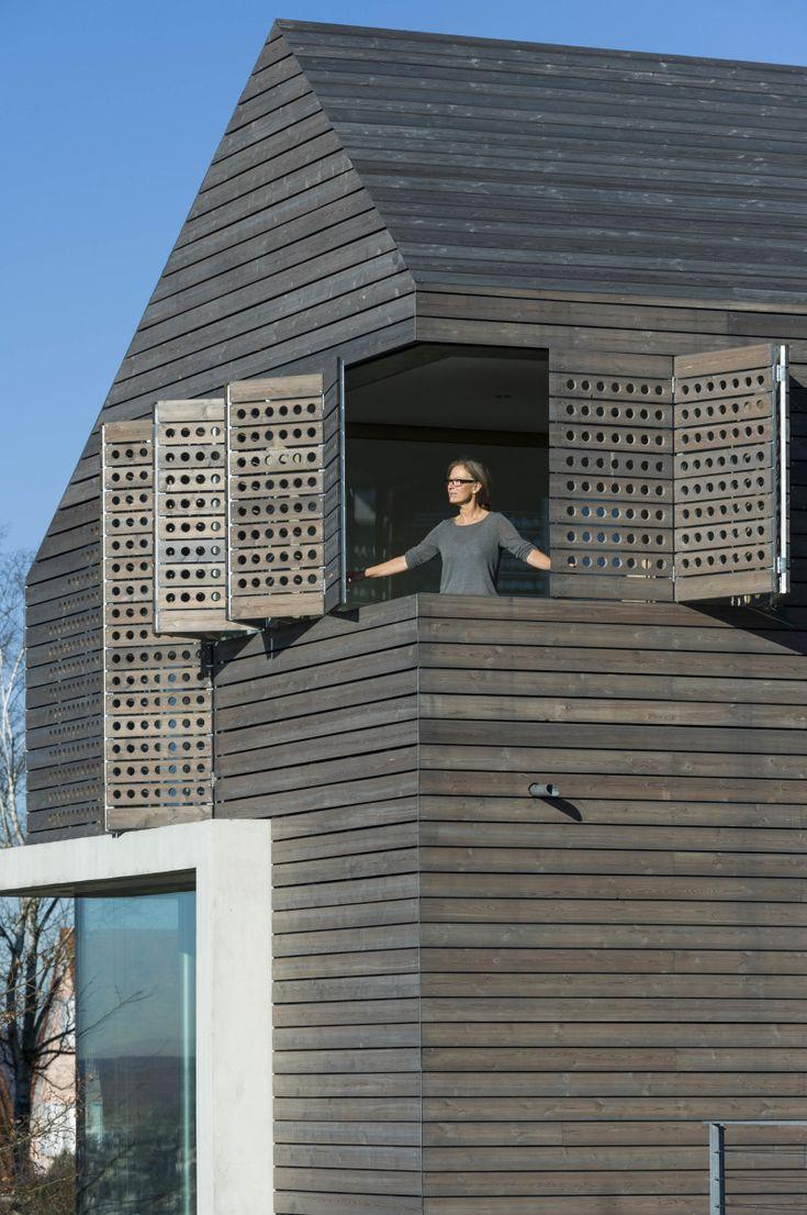 Moderne häuser satteldach holz  Die besten 25+ moderne Gebäude Ideen nur auf Pinterest ...