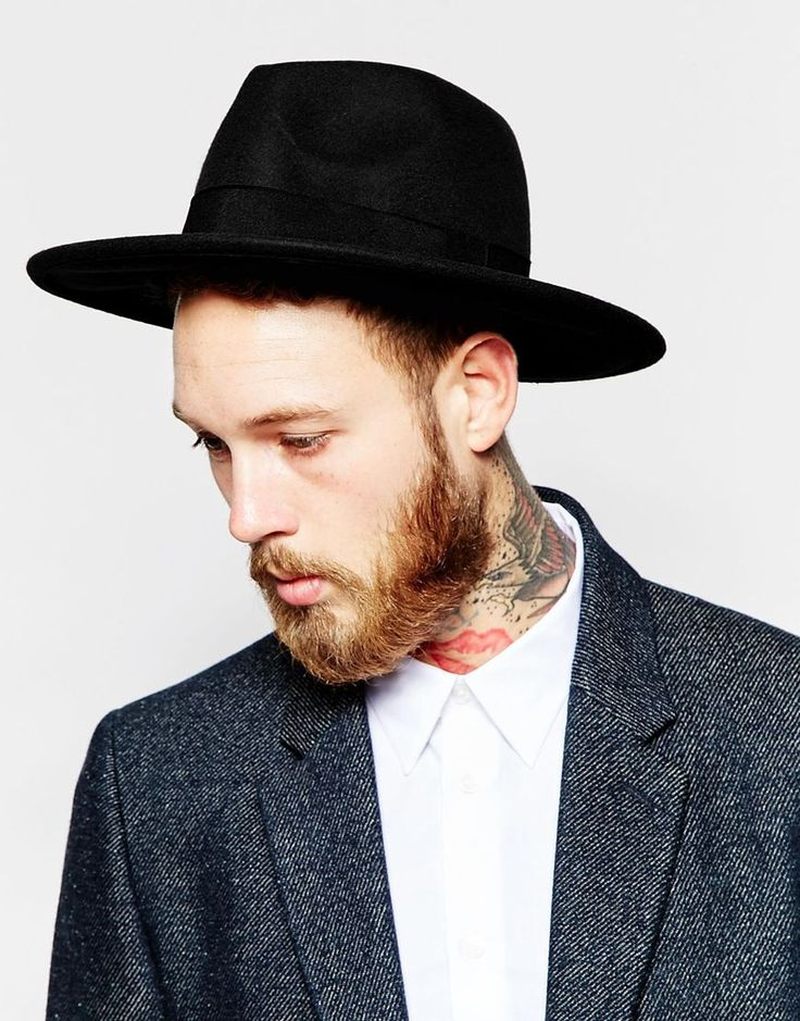 Fedora Hat In Black Felt - stoer en hip - Een hoed mag zeker niet ontbreken uit jouw garderobe aankomende lente en zomer | #mannen #heren #mode #accessoires #zwart #baard #mensfashion #accessories #black #hat #beard