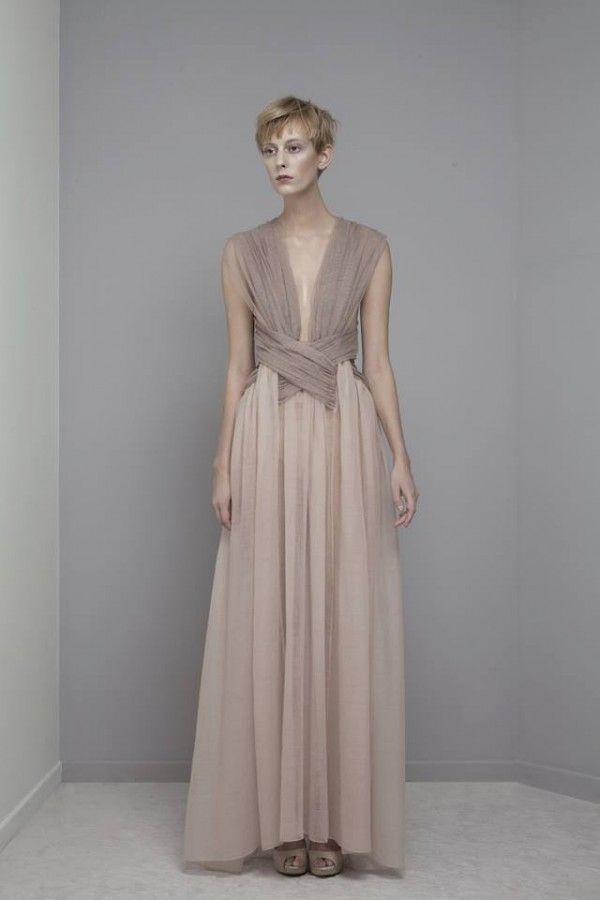 Vestido de novia 2014 con estilo avant garde en colores nude y tierra - Foto Yiqing Yin