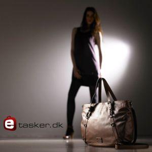 Hos E-tasker kan du finde lækre tasker til enhver lejlighed!