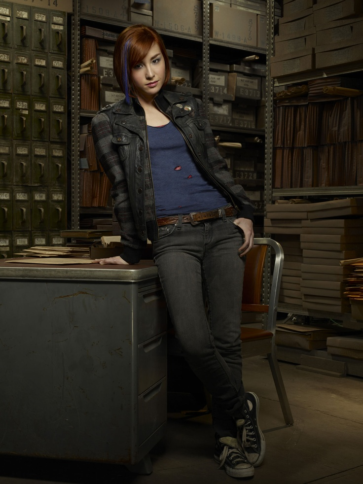 Warehouse 13 - Claudia Donovan (Allison Scagliotti) blue / purple streak hair