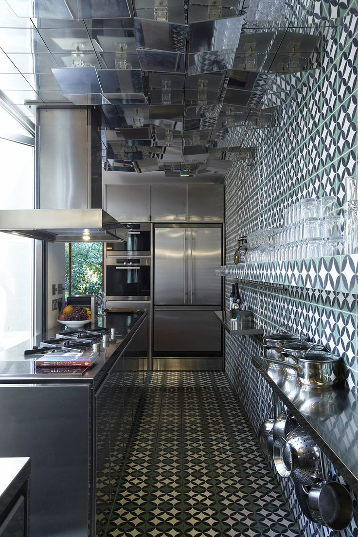 Kassar / London - other view of this unusual kitchen