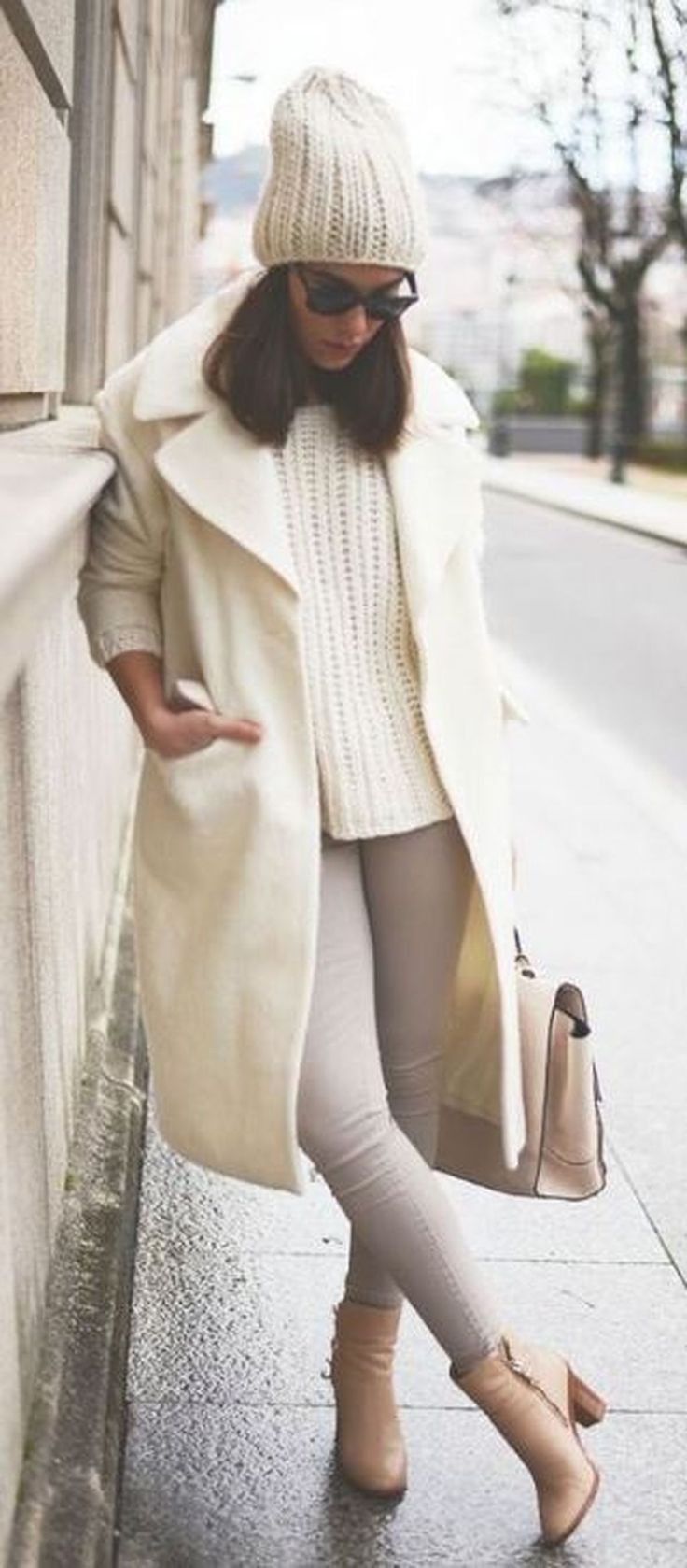 Cool 41 Cute Women Winter Outfit Ideas 2018. More at http://aksahinjewelry.com/2018/01/04/41-cute-women-winter-outfit-ideas-2018/