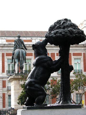 Madrid: el oso rampante y el madroño son un importante símbolo de la Comunidad de Madrid