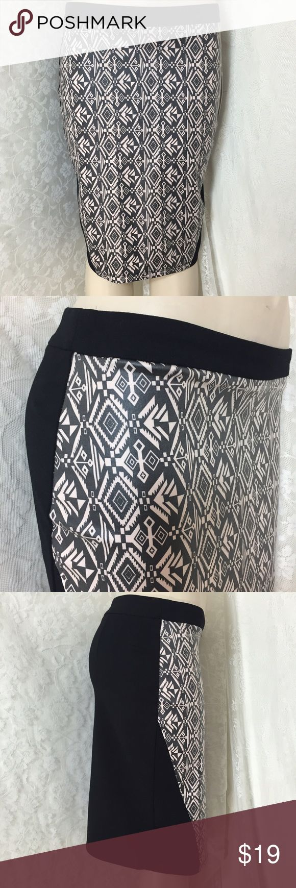 Sexy black tube skirt w/ tribal print. Sexy black tube skirt w/ tribal print. This material gives you a comfortable feeling ✨ 67.5 % Rayon 28.5% Nylon 4% Spandex. Zipper on backside. #008 Have Plus Skirts Midi