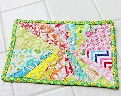 22 Marvelous Mug Rug Patterns from @FaveQuilts