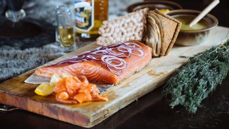 Graving er en tradisjonell og enkel måte å tilberede laksen på, og perfekt når du skal servere mange. Adam Liaw er imponert over den nordnorske laksen.