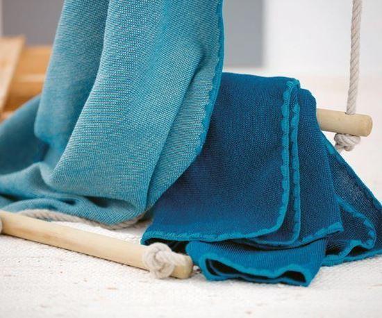 Couverture pour bébé en laine mélangée.