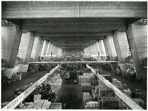 Großmarkthalle, Frankfurt am Main, Martin Elsaesser, 1926-28. Picture by Ursula Edelmann, 1956.