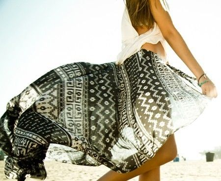 beach perfect: Brandy Melville, Fashion, Beaches Life, Summer Style, Black And White, Summer Skirts, Bohemian Style, Tribal Prints, Flowy Skirt