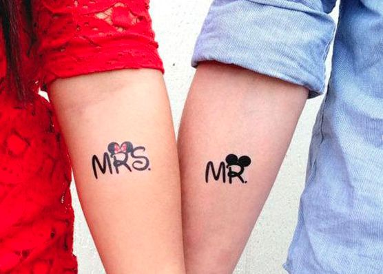 Tatuaggi di coppia: frase e sigle romantiche