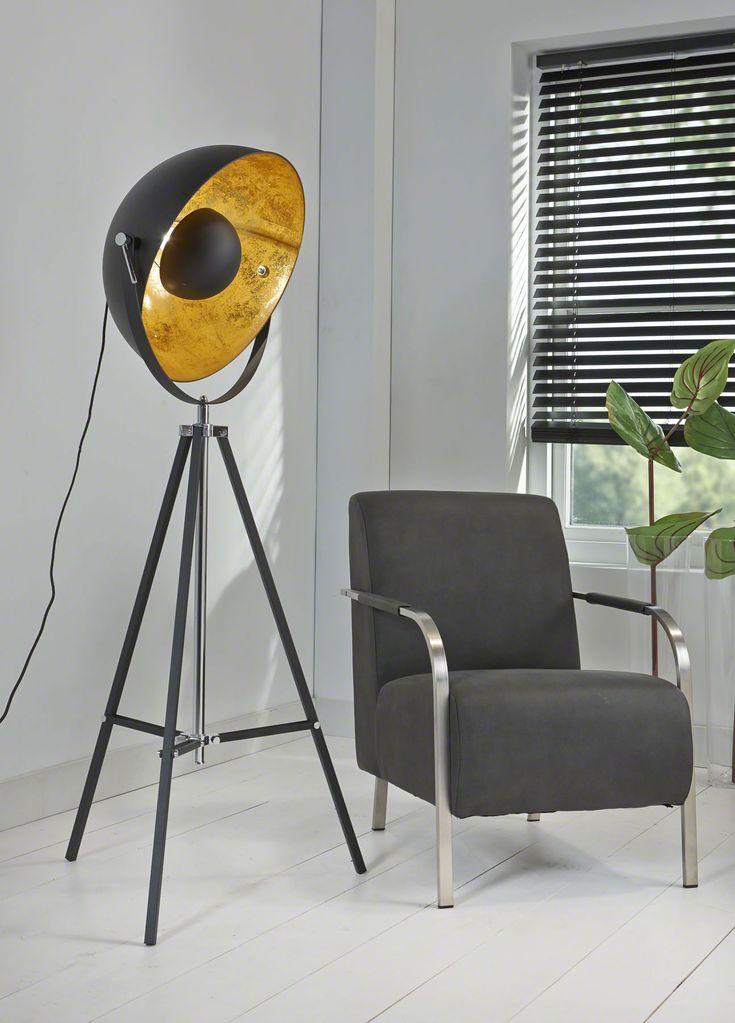 Vloerlamp Movie Star - Zwart is een stoere lamp uit de collectie van DaViDi Design en heeft het uiterlijk van een filmset schijnwerper. Deze lamp is nu verkrijgbaar bij Furnies.nl, bestel hem vandaag nog!