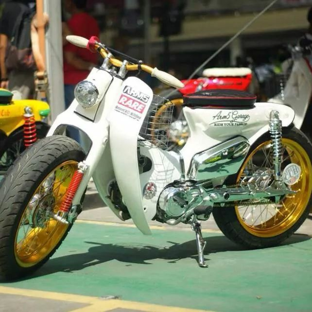 "Honda C70 SuperCub - Phat n' Wide custom ""Road Hog""  Passport"