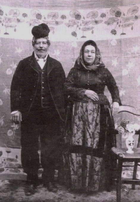 Coppia selargius in abito tradizionale