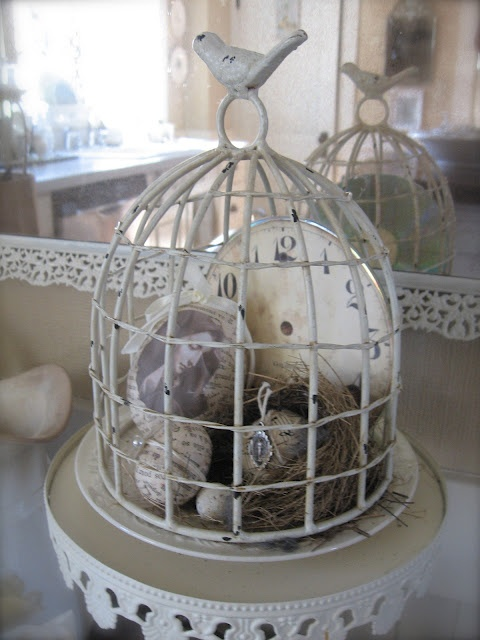 beautiful... now I know what to do with the one I have! Cool!Birds Cages, Birds Nests, Cloche Decor, Clocks Face, Birdcages, Michelle Louise, Bird Cages, Petite Michelle, Cloche Call