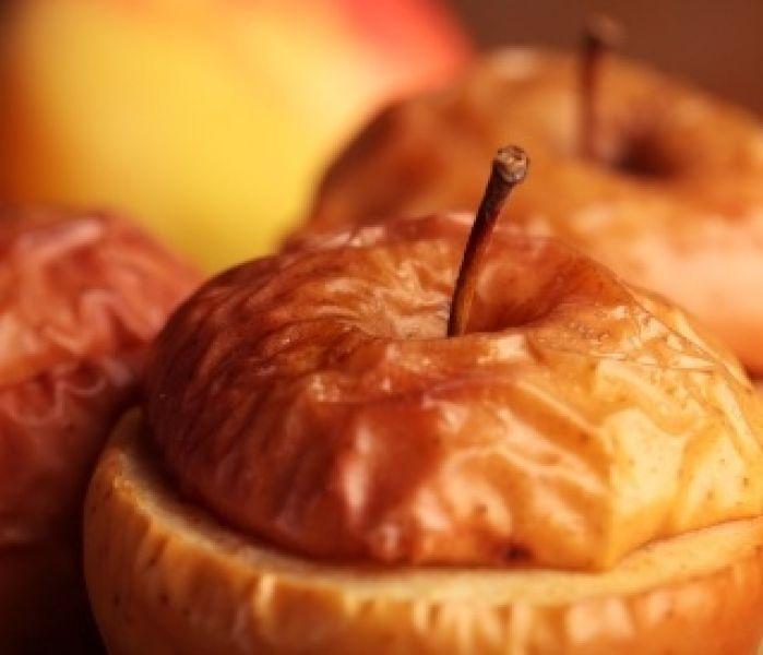 Bonfire Night Food - bakes apples #bonfirenigh #guyfawkesnight #recipes