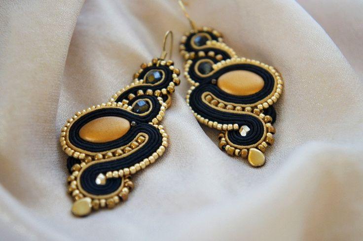 Chandeliers - Schwarz Goldohrringe, soutache - ein Designerstück von Cattaleya-sutasz bei DaWanda