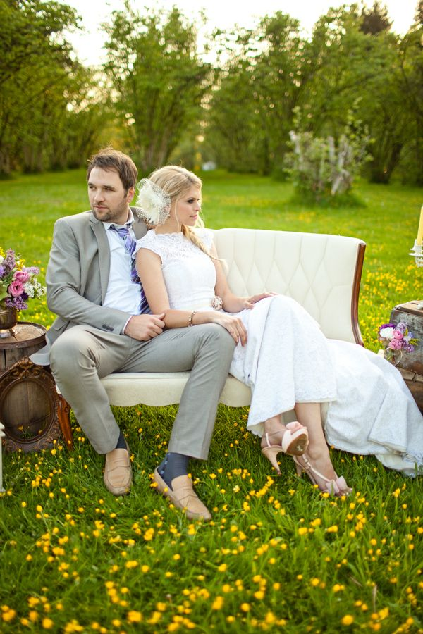 Vintage outdoor #wedding. Photo by Vanessa Voth via Champagne Sweets.