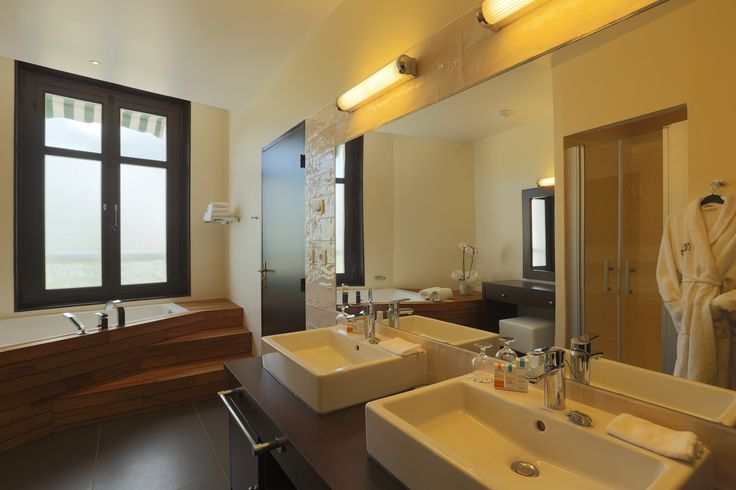 SUITE BOIS DE CHANCE - LES LOGES DU PARC  55 m², ouverte sur un salon, mini-bar…
