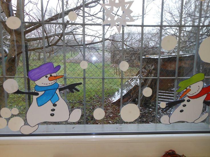 výzdoba oken - zima (rozverní sněhuláci)