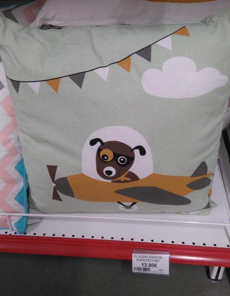 Koira lentokoneessa -koristetyyny; 13,90€, Kärkkäinen