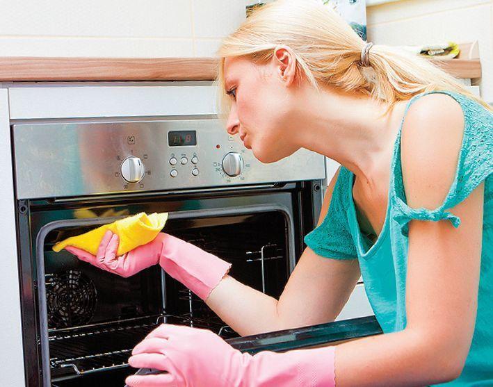 Upratovanie by sa malo týkať celej domácnosti, teda aj rúry, ktorú aspoň raz do týždňa určite zapínate.