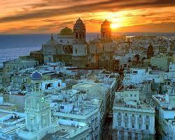 Puesta de sol sobre la Catedral de Cádiz