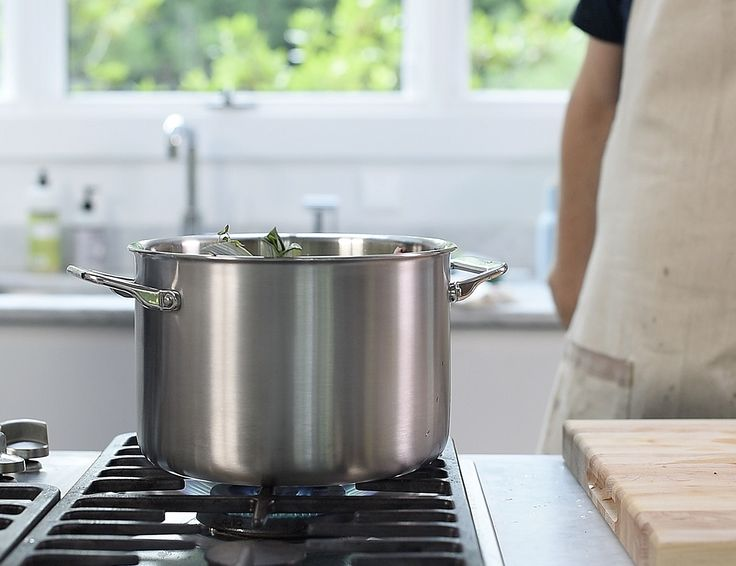 This allows the heat to be distributed efficiently and evenly. Even with this heat, the ergonomic handle remains cool to the touch even when fresh off the stove. At the top are rounded closed edges. While a minimal change on traditional cookware, it actually gives you drip-free pouring.